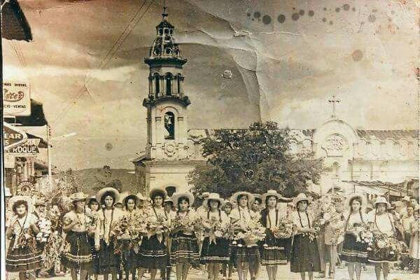 1962 primer desfile de Flores Vélez Santander