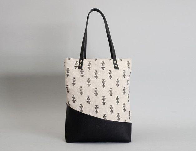 Eine für Alles – Die Tasche THUYA PRINT im klassischen Tote Bag Style ist der perfekte Begleiter für jede Gelegenheit. Aus hochwertigem Canvas mit robustem PU-Boden und Schulterriemen aus...