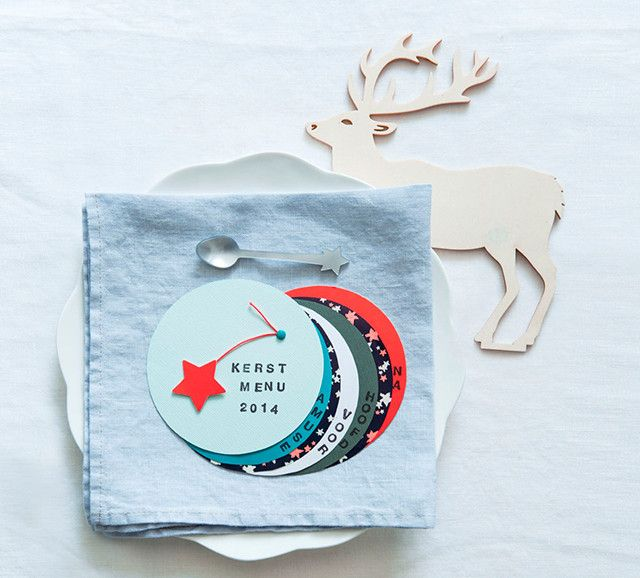 Bij een kerstdiner is het leuk iets meer tijd in de decoratie te stoppen.