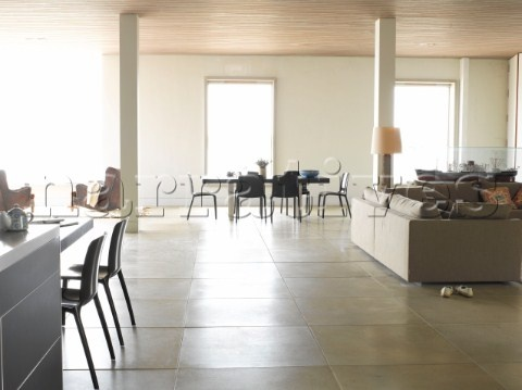 Google Image Result for http://www.narratives.co.uk/ImageThumbs/VW001_31/3/VW001_31_Large_contemporary_open_plan_living_room_with_dining_area_kitchen_and_concrete_floor_tiles.jpg
