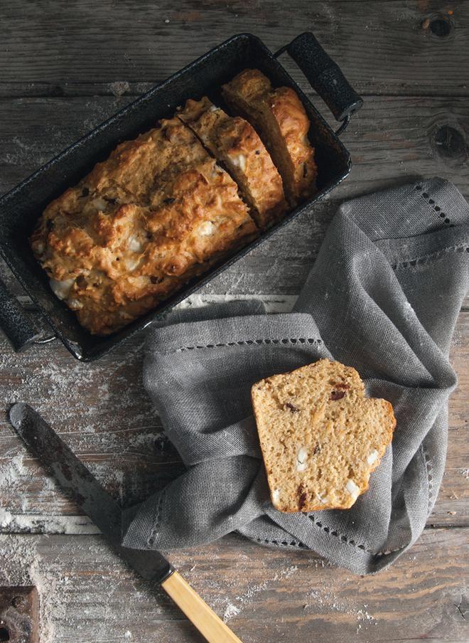 Κέικ με φέτα, ελιές και καυτερή πιπεριά