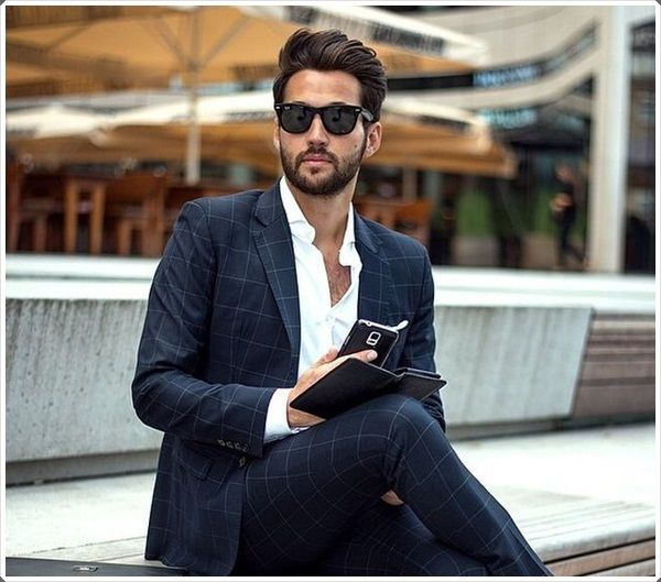 Has a business meeting in the sun? Grab stylish glasses for yourself!