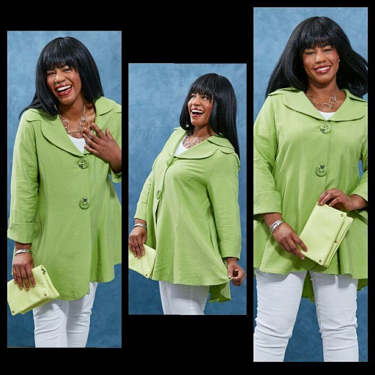 Women'sclothing #zulilymodel #greencoat #purses #greenpurse #whitepants #fashionista #blackmodel #blackfashion #jewelry #modelnaomiwatkins #