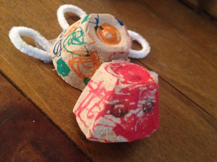 Turtle - egg carton construction  Unaided making  March 2015