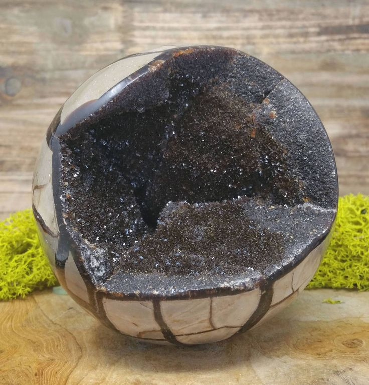 http://sosuperawesome.com/post/164503655925/crystal-spheres-and-geode-eggs-from-auramore-on