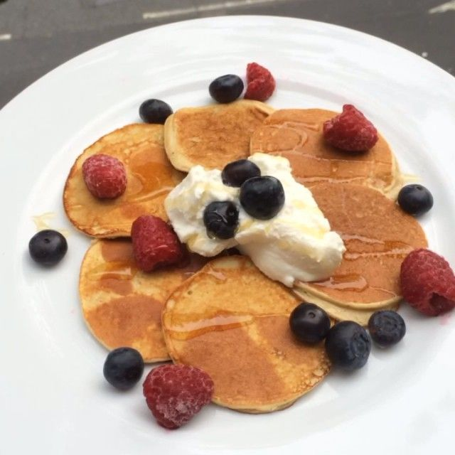 """#PancakeMe #FeelFreshSunday Try these #leanin15 Protein pancakes with @fage_uk and the @thenutribullet @nutribulletuk"""