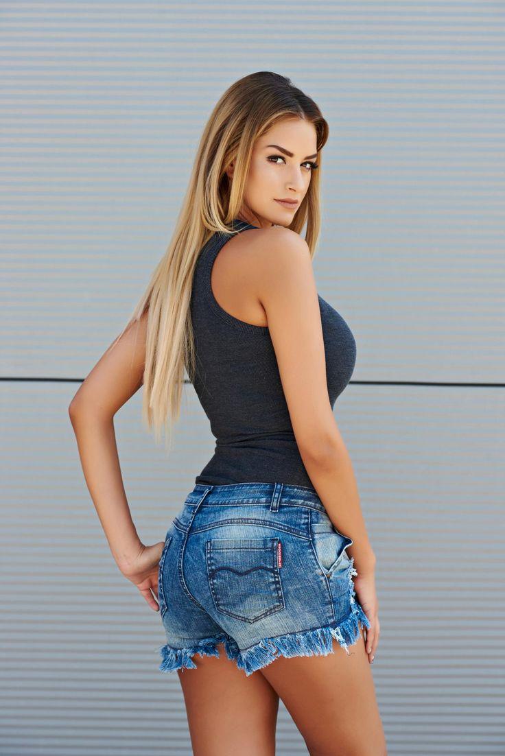 Pantaloni Scurti Delice Blue. Pantaloni scurti din blugi potriviti pentru vara…