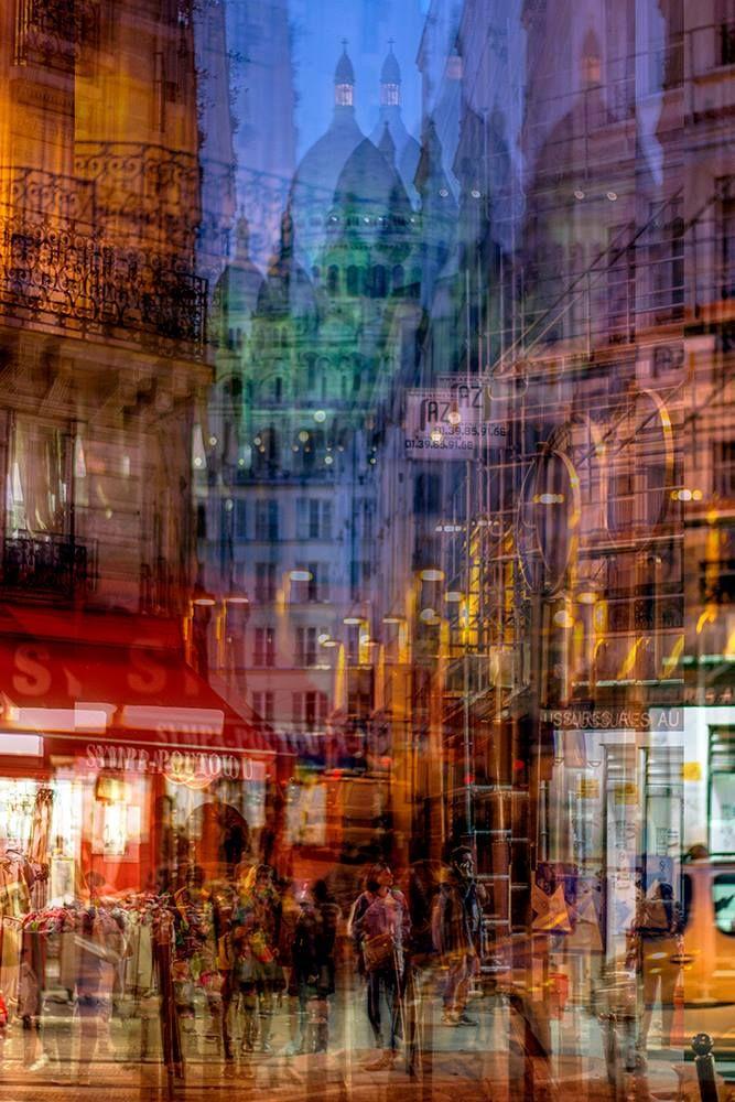 """Итальянский фотограф Alessio Trerotoli создал впечатляющую серию абстрактных изображений до общим названием """"Городские мелодии"""". """"Путем наложения различных изображений друг на друга, я пытаюсь создать абстрактное представление городских пейзажей и современной жизни мегаполисов, таких как: Рим, Нью-Йорк, Париж, Берлин и других. Я использую четыре или пять различных фотографий, сделанных в одном и том же месте. Таким образом, происходит наложение света, предметов, людей. Этот прием наполняет…"""