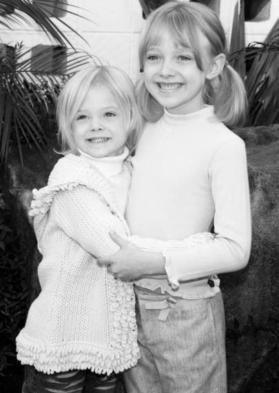 Dakota and Elle Fanning 2002. Seriously dying they are so adorable!