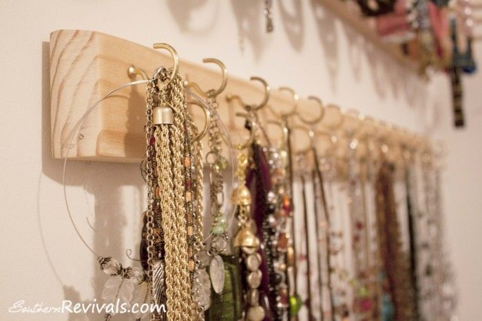 DIY Built In Jewelry Organizer Tutorial. I NEED this! { lilluna.com } Such a great and easy way to organize your jewelry!