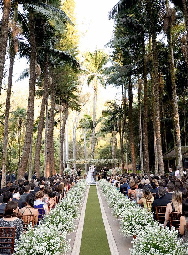Cerimônia de casamento na fazenda - Decoração verde e branco ( Decoração: Cenográphia | Local: Fazenda Vila Rica | Foto: Rejane Wolff )