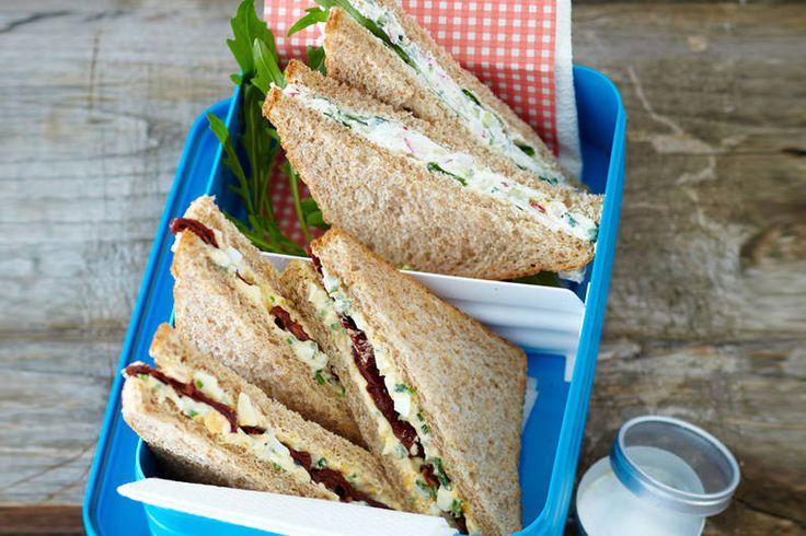 Das Rezept für Sandwich mit Ei- oder Meerrettich-Frischkäse-Aufstrich mit allen nötigen Zutaten und der einfachsten Zubereitung - gesund kochen mit FIT FOR FUN