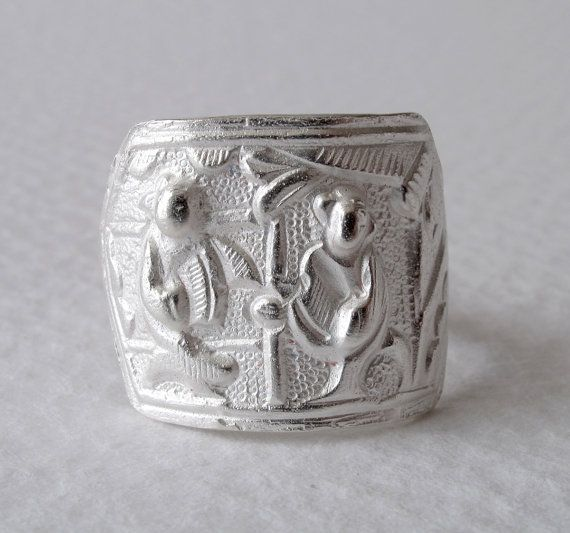 Unisex Music Ring Musician Chasing Opened Ring by monteazul