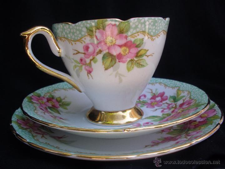 Precioso juego cafe o té taza y dos platitos de porcelana inglesa Bone China bordes de oro Newlyn