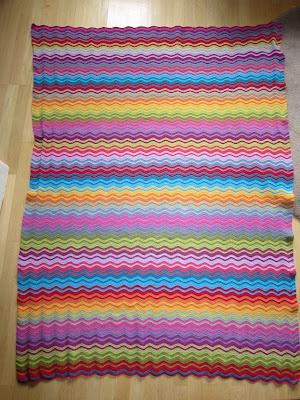 Ripple blanket with interlocking stripes