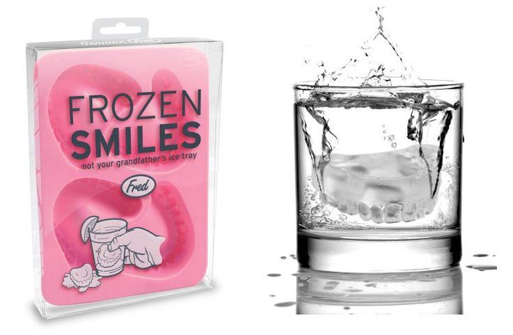 Cubitos de hielo con forma de dentadura postiza
