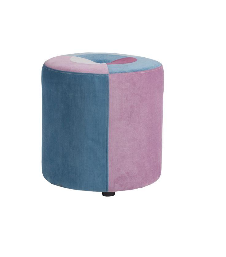 Пуф Parrandero Сeleste цилиндрической формы смотрится очень стильно и изысканно. Он визуально сгладит остроту углов в интерьере, привнесет в него яркие краски и очарование. Такой предмет мебели станет прекрасным украшением как спальни для взрослых, так и детской комнаты. Благодаря сочетанию нескольких цветов он прекрасно будет гармонировать с остальной мебелью и оформлением вашего дома в целом.             Материал: Ткань.              Бренд: DG Home.              Стили: Поп-арт…