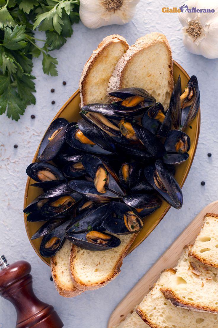 Poca spesa, tanta resa! L'IMPEPATA DI #COZZE (peppered mussels) di #GialloZafferano #ricetta #italianfood #italianrecipe