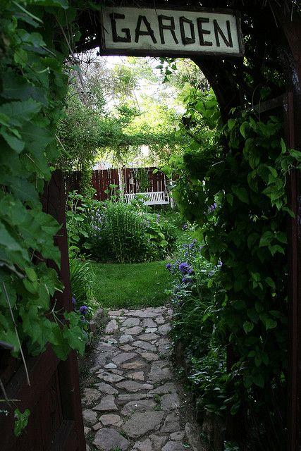 .: Gardens Ideas, Cottages Gardens, Gardens Entrance, Gardens Paths, Gardens Design Ideas, Gardens Signs, Stones Paths, The Secret Gardens, Interiors Gardens