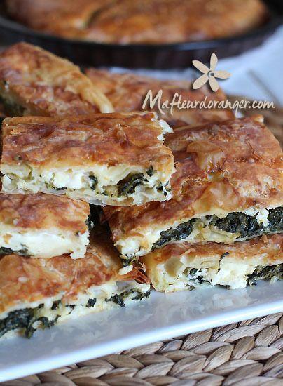 Après les Gozleme , Lahmacum, je vous présente ici les Borek . Une spécialité turque qu'on peut trouver en plusieurs versions, à la vainde, au fromage , salée ou sucrée...etc. Un feuilleté préparé avec des yufkas, des feuilles turques un peu plus épaisses...