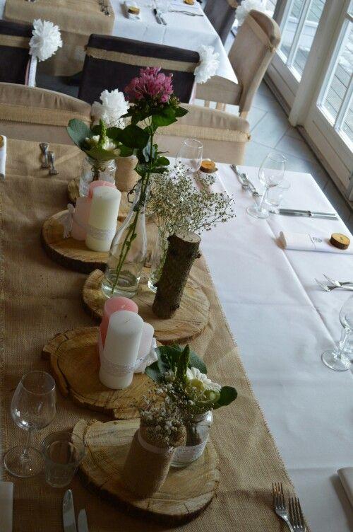 bruiloft W&S #tafeldecoratie #table #diner #wedding #weddingdecoration #weddingplanner #trouwen #trouwlocatie #jute #burlap #pink #candles #flowers #handmade #boomschijf #boeket #wood #white #augustus #trouwen
