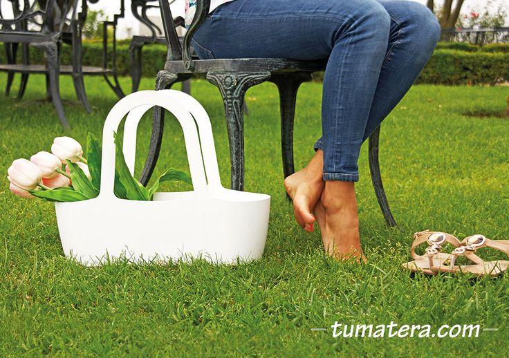 Su forma permite una amplia variedad de usos y funciones. Encuentralas en: http://www.tumatera.co/products/mpa-431634-cartera-jasmine-03/