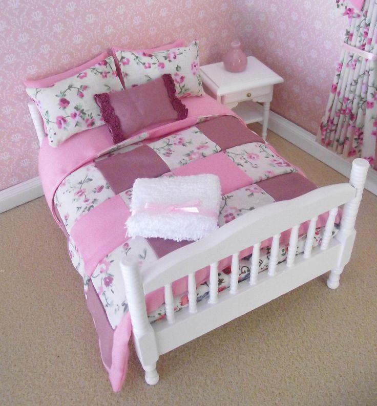 25 beste idee n over poppenhuis meubeltjes op pinterest miniatuurmeubelen en ijsstokje huizen - Bed met schaal ...