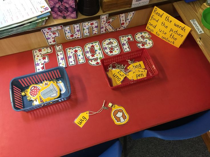 Matching cvc words to pictures and unlocking the padlocks with keys - Funky Fingers table.