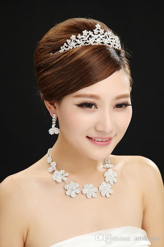 Whole Bridal Accessories 2017 Elegant Hair Pieces Crown Earring Necklace Flower Pattern Crystal