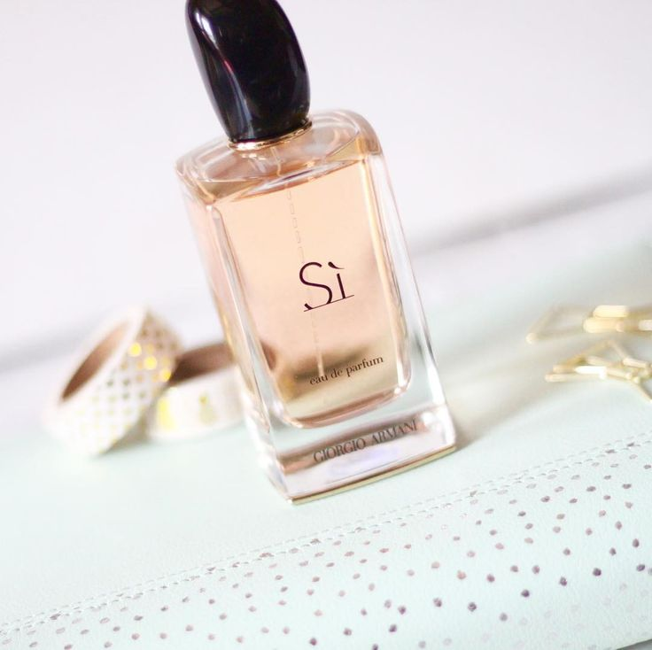 Have you checked out my monthly favourites post yet? This Giorgio Armani's Si perfume  was one of them.  #bbloggers #indianbeautyblogger #wakeupandmakeup #beautyblog #makeuplove #makeuplover #photosinbetween #howyouglow #flashesofdelight #beauty #igbeauty #instamakep #beautyproducts #beauty #beautygram #beautyblogger #theeverygirl # #makeupbag #discoverunder10k #beautyobsessions#luxurybeauty #giorgioarmani #perfumeoftheday #fragrance #perfumelove  #giorgioarmanisi #Si #perfumejunkie