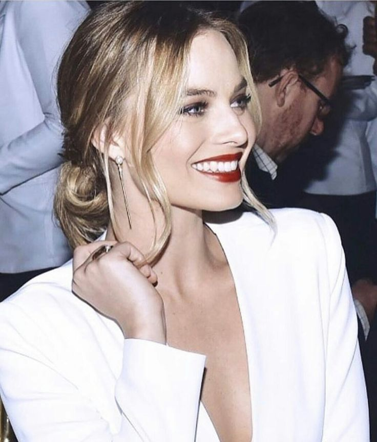 Margot in white ... again