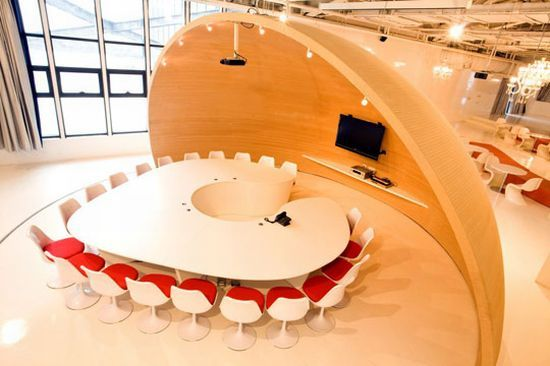Saatchi & Saatchi's conference room exhibits creativity and innovation