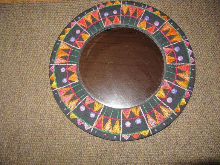 60-70-tal - Rund spegel broderad i svart, cerice, rosa, orange och gul