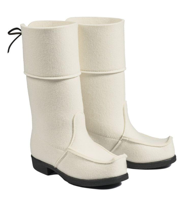Luonnonvalkoinen huopalapikas / Natural white ARCTIPS wool felt Lappshoe made of 100 % wool. Rubber sole by Töysän Kenkätehdas Oy. Price: 225,00€