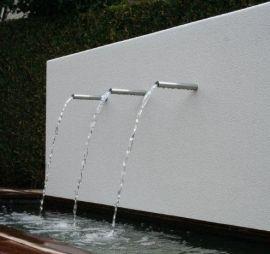 Aluminium vijver met achterwand, voorzien van 3 RVS buisjes als waterloop te koop via de webshop http://www.hettuinleven.com/a-29798819/vijvermuren/vijvermuur-aluminium-2000x250x1200-vrijstaand/