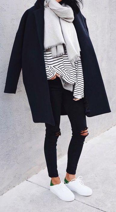 Streifen + black jeans + black/weiß vans + grauer schal