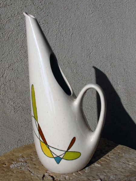 Poppytrail Metlox California Freeform pitcher designed by Frank Irwin for Metlox Potteries in 1955.