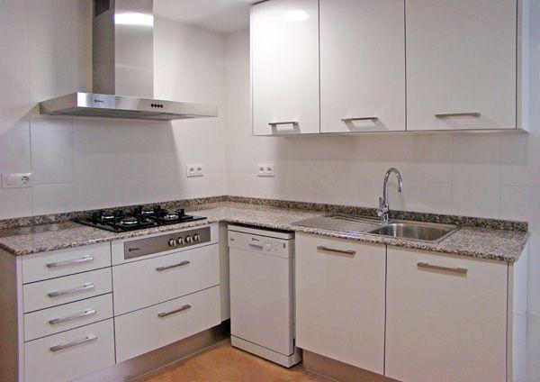 Reforma de cocinas, baños, pintura, suelos laminados y carpinteria