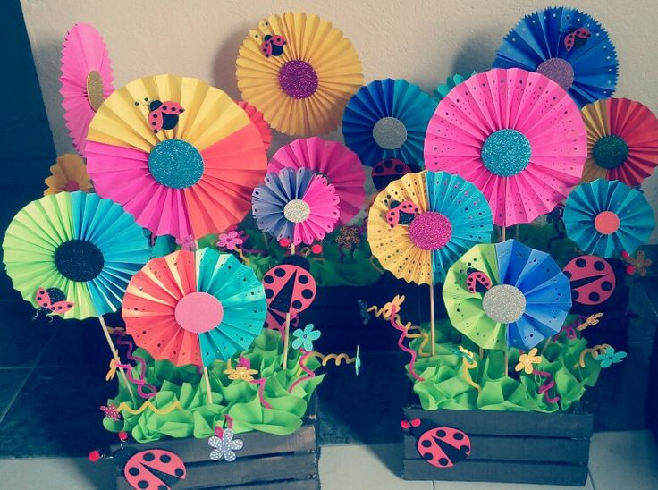 #centerpiece #mariquitas .. Paper fan decor, #party idea ... Abanicos de papel de colores❤