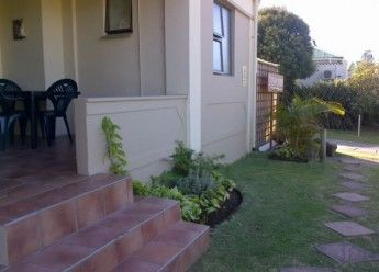 Budget self-catering accommodation in East London, South Africa. Within walking distance of Vincent Park Shopping Centre. Braai facilities available on-site.   See More: http://www.where2stay-southafrica.com/Accommodation/East_London/Dreamcatcher_Self-Catering_Units