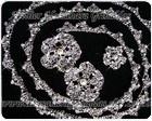 Tiara de rendinha de metal - fio para dar voltas no cabelo e delicadas flores - com cristal swarovski , folheadas em prata.
