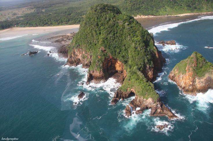 5 Tempat Wisata Pantai Indah di Jawa Timur - Jawa Timur