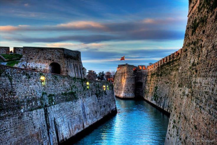 Murallas Reales, Ceuta. Esta ciudad esta en el norte de africa. separada del resto del pais por el mar mediterraneo.
