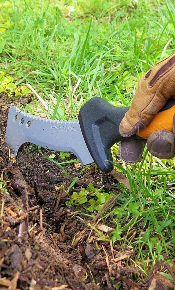 Fall clean up can be a breeze with the right tools! Whether you're looking to trim edges around flower beds, weed among perennial flowers or prune trees and shrubs, we have the tips you need in preparation for the winter months.