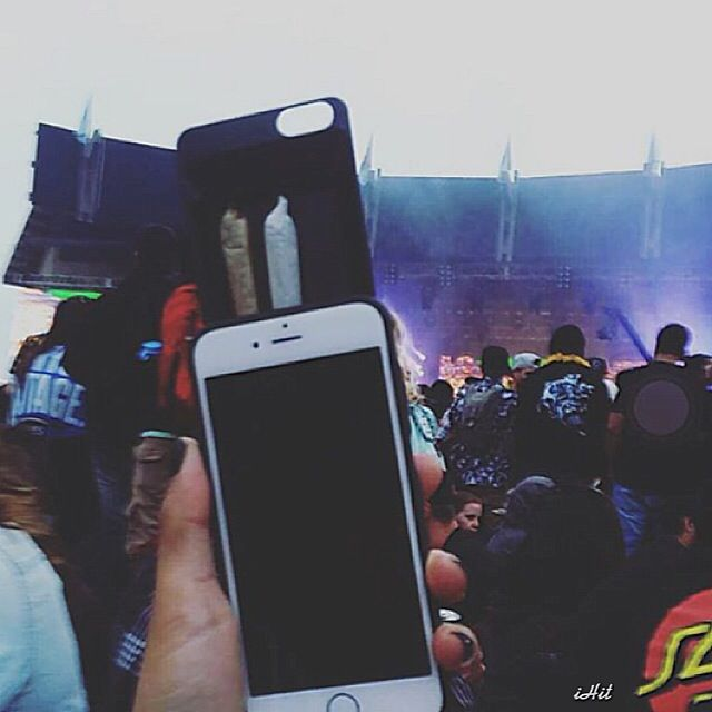 Stash up to 5 pre rolled smokes from the convenience of your iPhone! The ideal accessory for your next concert or festival experience! theiHit.com  #iHit #stoner #weed #420 #festival #fashion #cannabis #phonecase #iphone #joint #blunt #funny #blunts #lollapalooza