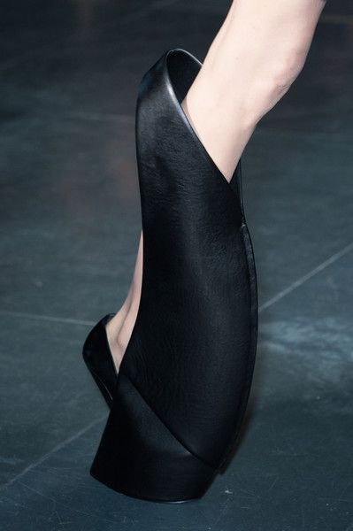 Iris Van Herpen Fall 2014 Not my thing but it can't go unmarked. It is a shoe, right?