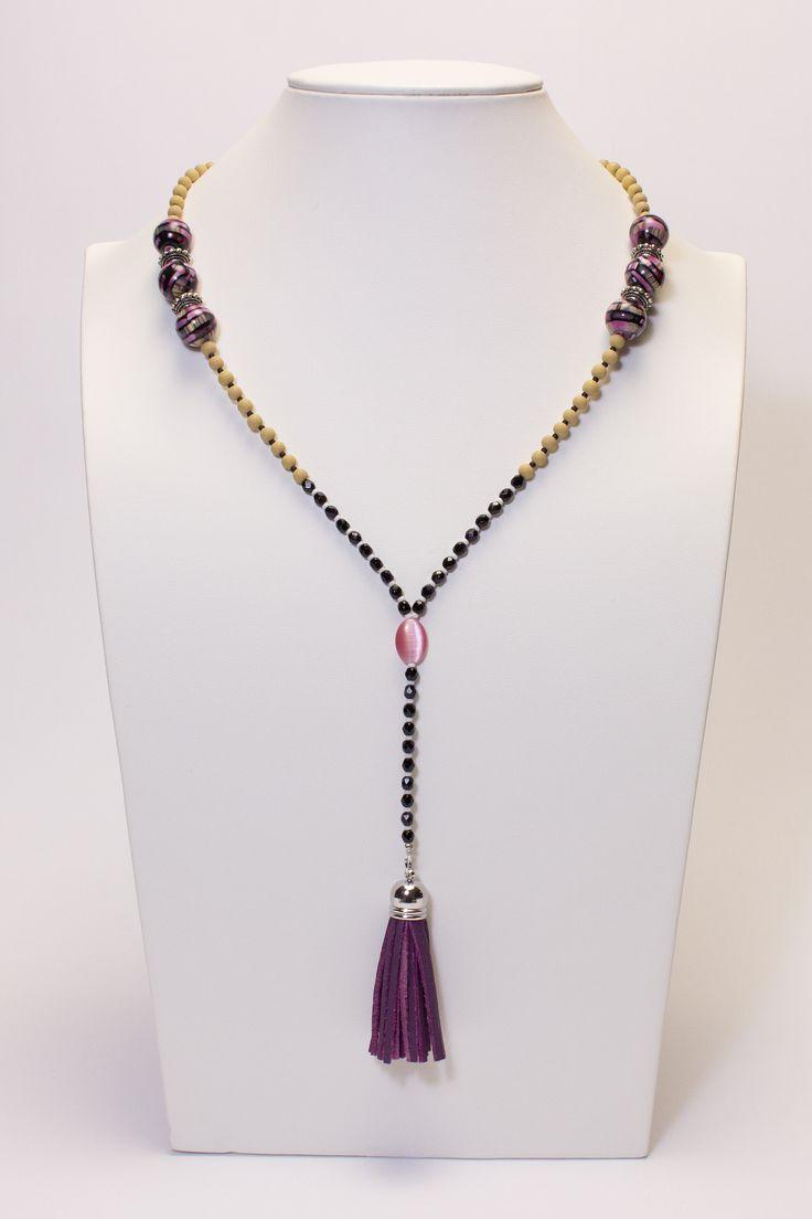 Collier mi-long noir-beige-rose avec pompon violet #gadhorre #jewelry