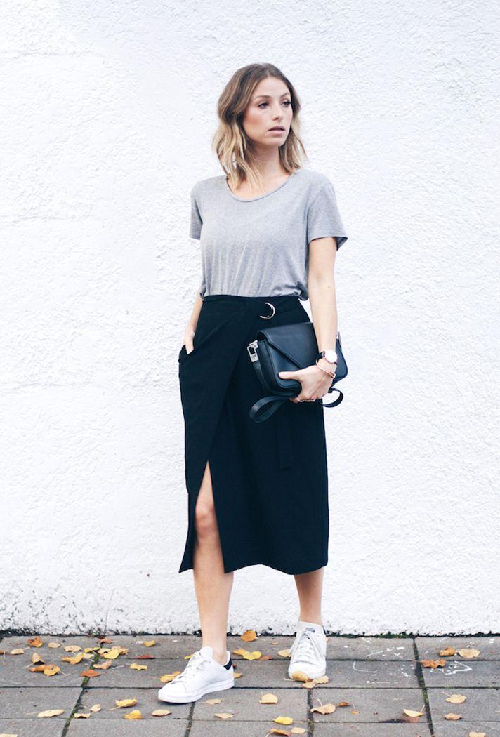 6 looks minimalistas e chiques saia midi e tenis esportivo. como usar tenis branco. look com tenis. look saia midi. saia com fenda. look preto e cinza