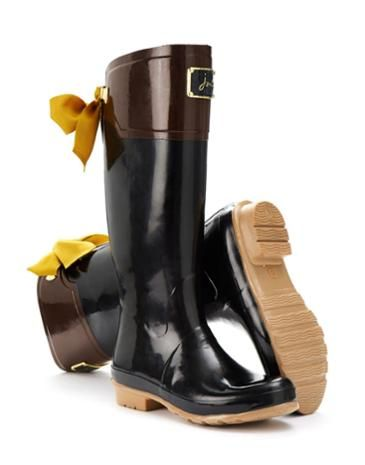 Joules Womens Bow Welly, Black.                     Are you feeling splashy go lucky? In our Premium Wellies, you should be! This welly gently slopes away at the back and the addition of a luxurious ribbon only increases its elegance.