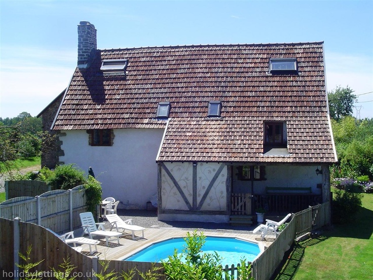 6 bedroom farmhouse in Vezins to rent from £880 pw. With balcony/terrace, log fire, TV and DVD.